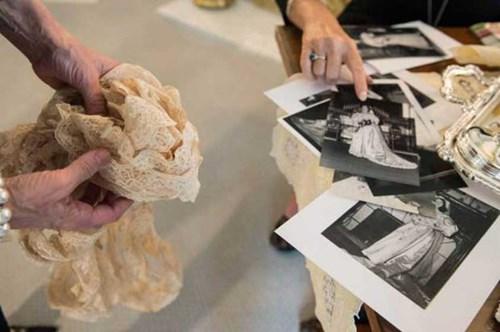 عروس ترتدي فستان زفاف من عام 1895!