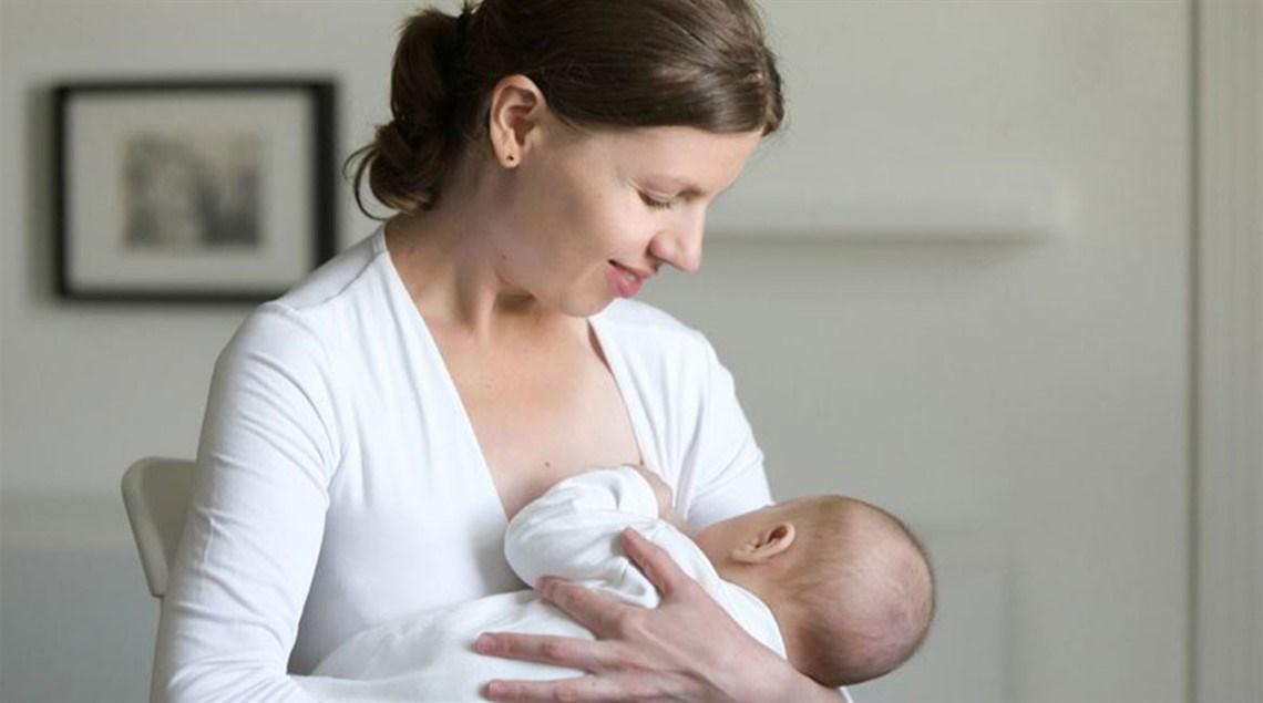 الرضاعة الطبيعية تقوي عظام الطفل