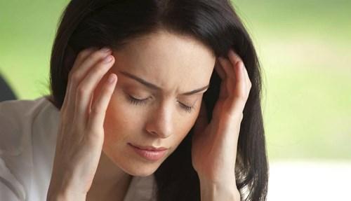التخفيف من التعرض للتوتر لأنه يتسبب في ظهور علامات التقدم في السن ويؤثر سلباً على بشرتك.
