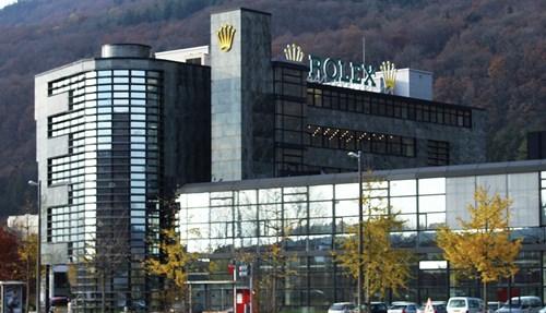 مصنع رولكس في  سويسرا.
