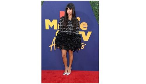 أزياء النجمات في حفل جوائز MTV.. غريبة ومضحكة!