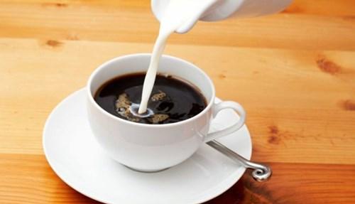 مبيض القهوة، لاحتوائه على دهون كثيرة.