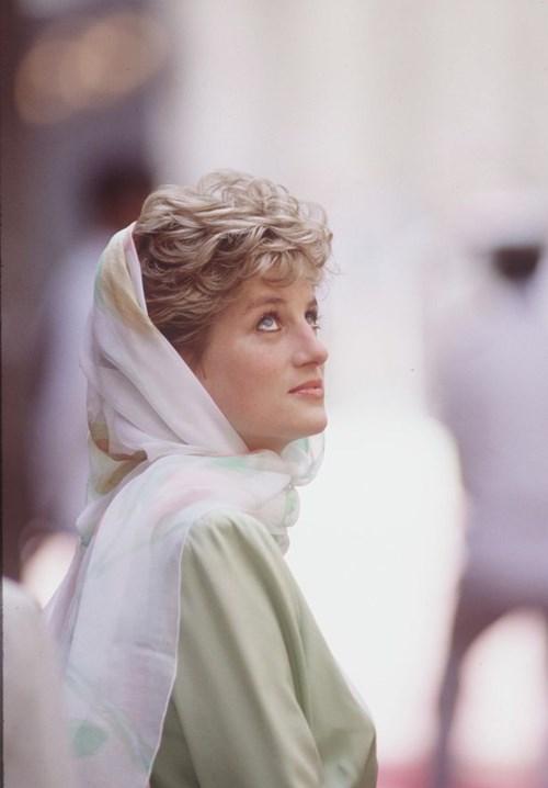 ميغان ماركل ترتدي الحجاب.. هل أرادت تقليد الأميرة ديانا؟