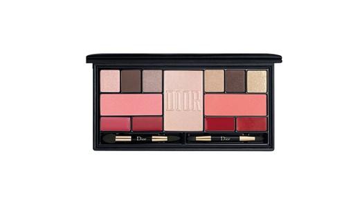 التوهج:  مع لوحة ألوان Dior Sparkling Couture Multiuse Palette متعددة الاستعمالات للوجه والوجنتين والشفتين يمكنك أن تنعمي بماكياج ذي وهج طبيعي يحاكي الورد.