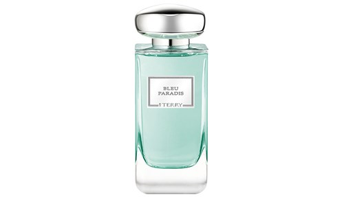 Bleu Paradis by Terry de Gunzburg:  «جنة زرقاء» معبأة في هذا العطر الأوزوني المائي الزهري الذي يفوح منه عبق البودرة الناعمة. تتصدره رائحة الليتشي الشهية والورد والمسك والعنبر.