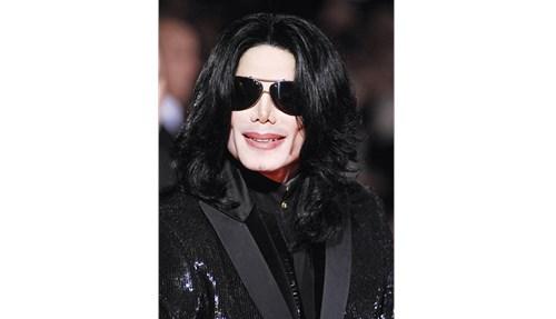 مايكل جاكسون كان يعاني ضعف الجهاز المناعي.