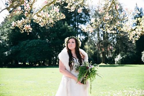 عروس تحتفل بزفافها بعد عام على وفاة عريسها