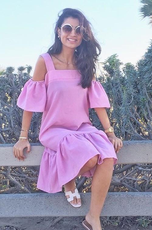 اللون الوردي يطغى على إطلالات شهيرات الانستغرام هذا الصيف