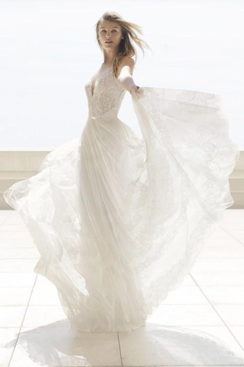 فساتين رومانسية حالمة لعروس 2018 من روزا كلارا