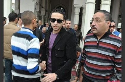 مطربون يبكون في جنازة عامر منيب