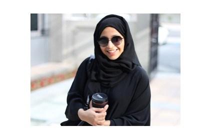 فاطمة الشامسي إماراتية تعشق الكاميرا