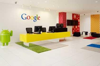 مكاتب Google في اليابان مكان للعب الموظفين ومجسم أندرويد