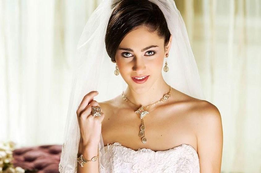 من لازوردي ومعوّض وداماس، إليكِ إختياراتنا لمجوهرات عروس سبتمبر