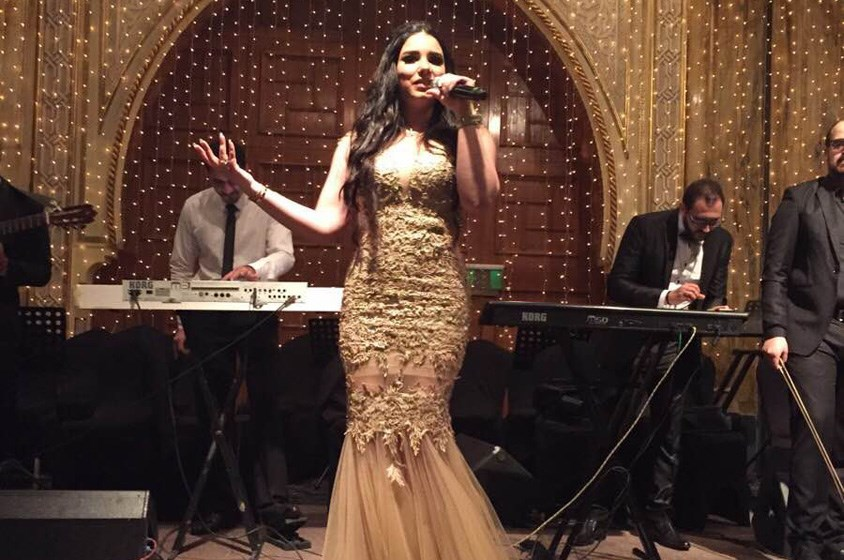 بالصور: مروة نصر تتألق بالذهبي