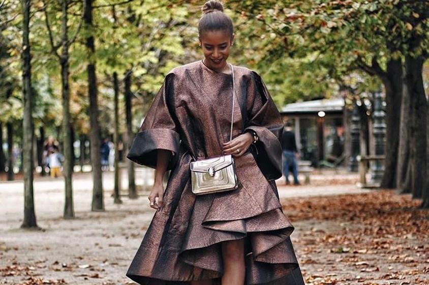 نادية حسن تتألق بالنحاسي في شوارع باريس