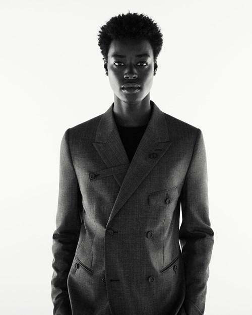 كبسولة «البدلات الرسمية العصرية» من Dior