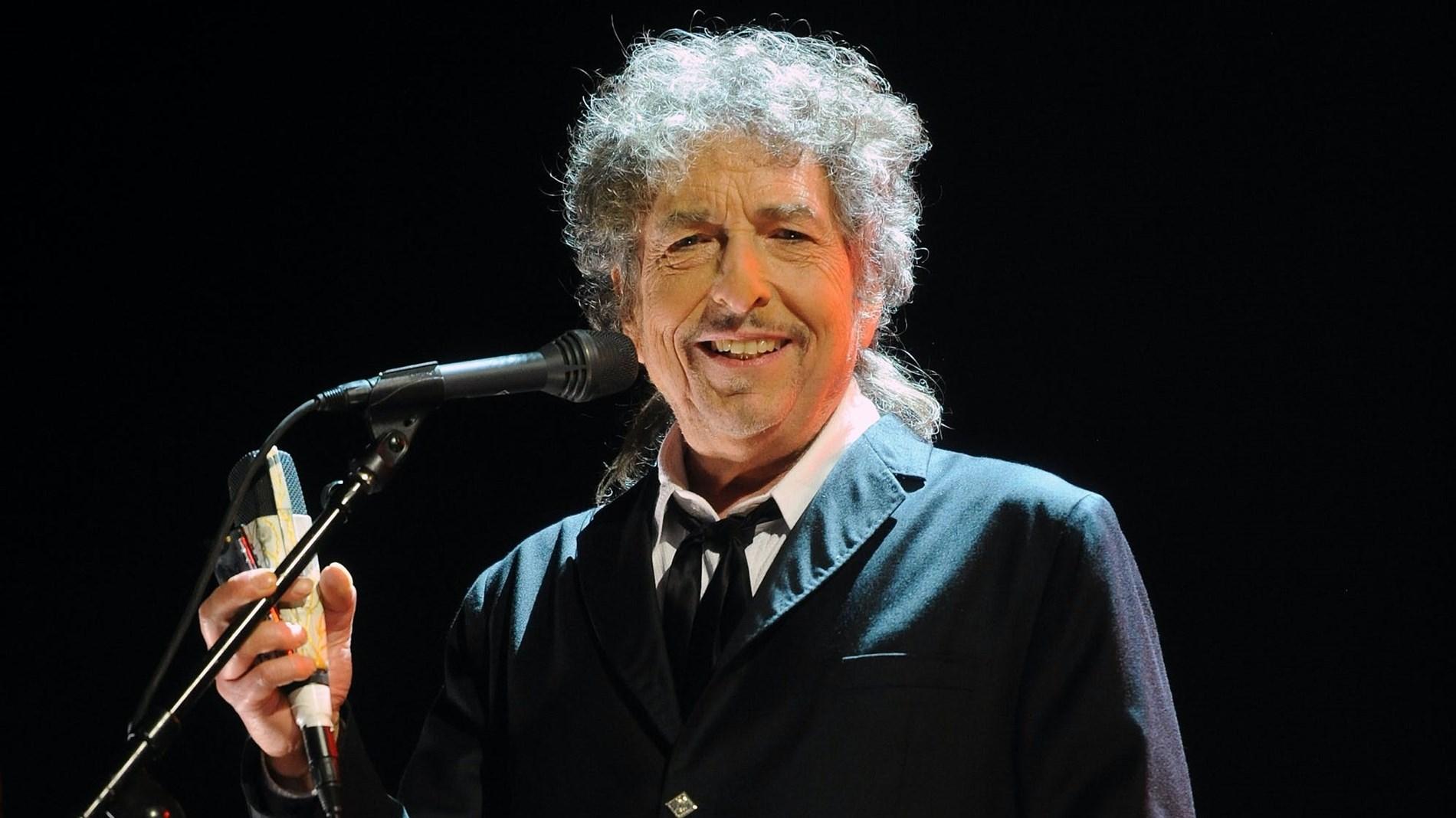 بوب ديلن يطلق ألبومه الأول منذ عقد
