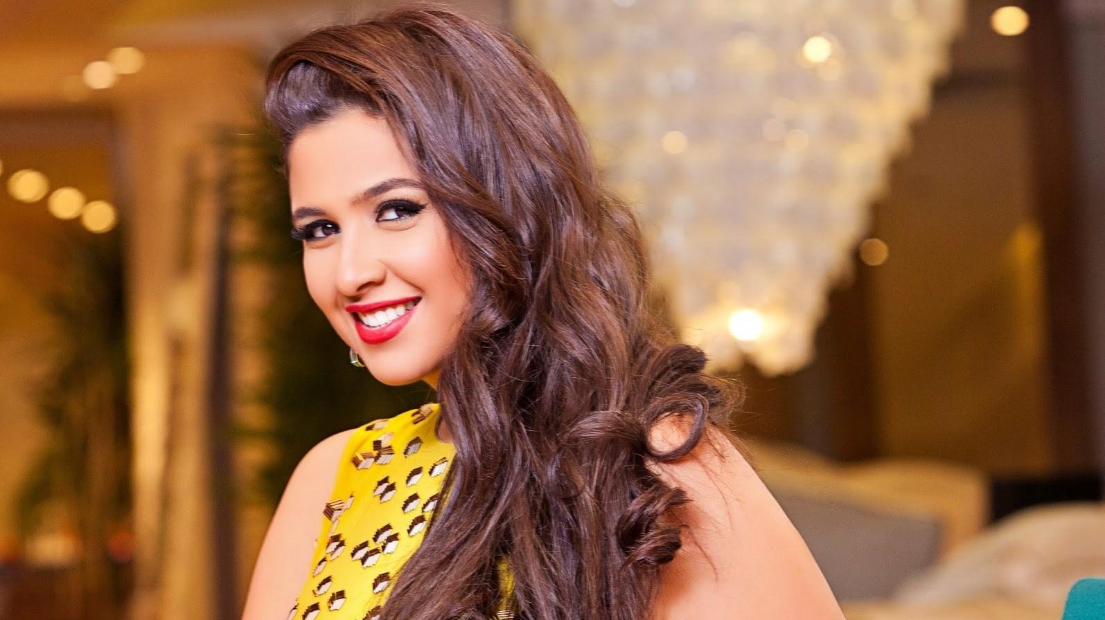 ياسمين عبدالعزيز بفستان الزفاف وتعلن زواجها من أحمد العوضي
