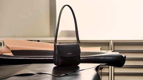 Giorgio Armani توسع آفاق حقائب La Prima