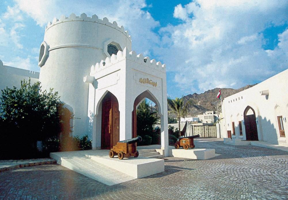«متحف الزبير» شاهد على مشاركة مؤسسة الزبير في المشهد الفني والتراثي العماني.