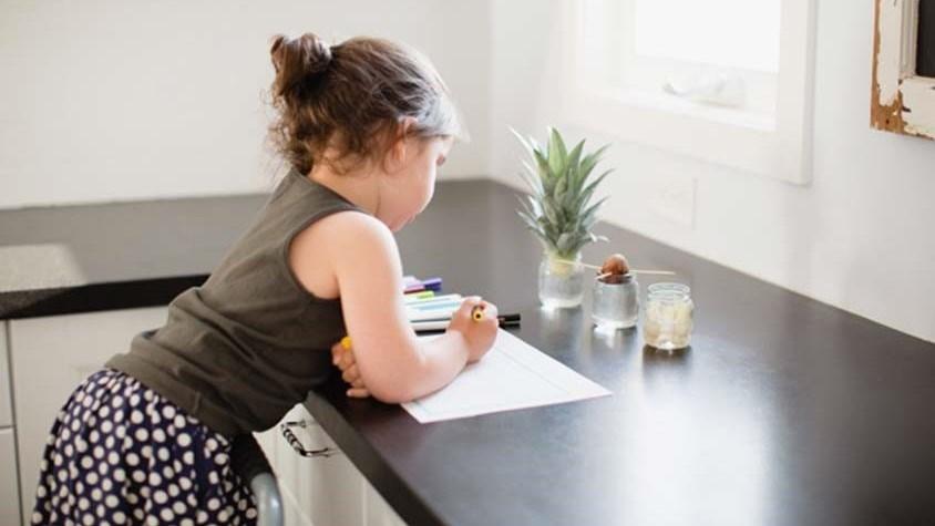 أخطاء تربوية تؤثر في شخصية طفلك لاحقاً