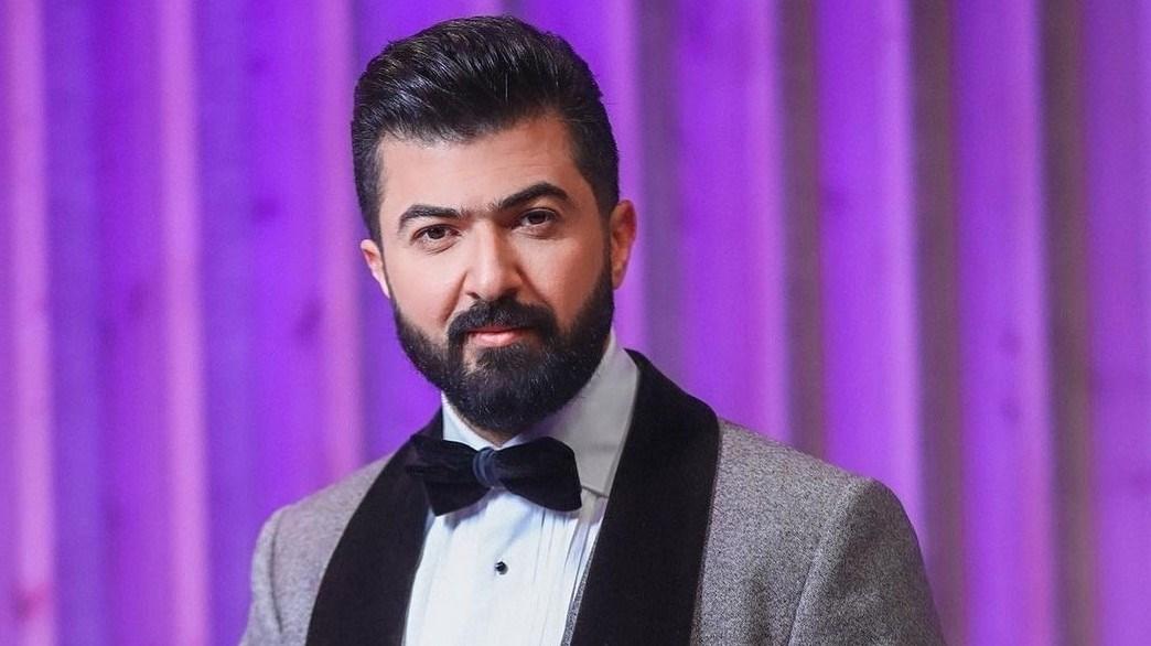 سيف نبيل يرد على انتقاده بعد ظهوره محمولاً كالملوك في حفل مهرجان جرش