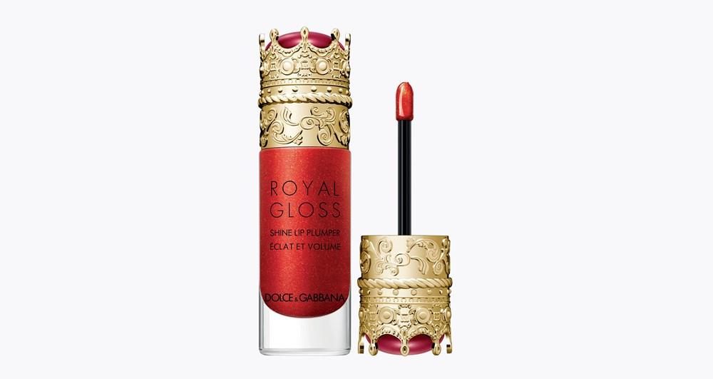 أحبي شفتيك باستعمال الغلوس الملمع الذي يضاعف حجمهما مثل  Dolce & Gabbana Royal Gloss Shine Lip Plumper بلون الجواهر الحمراء احتفاءً بالحياة والحب والمرح.