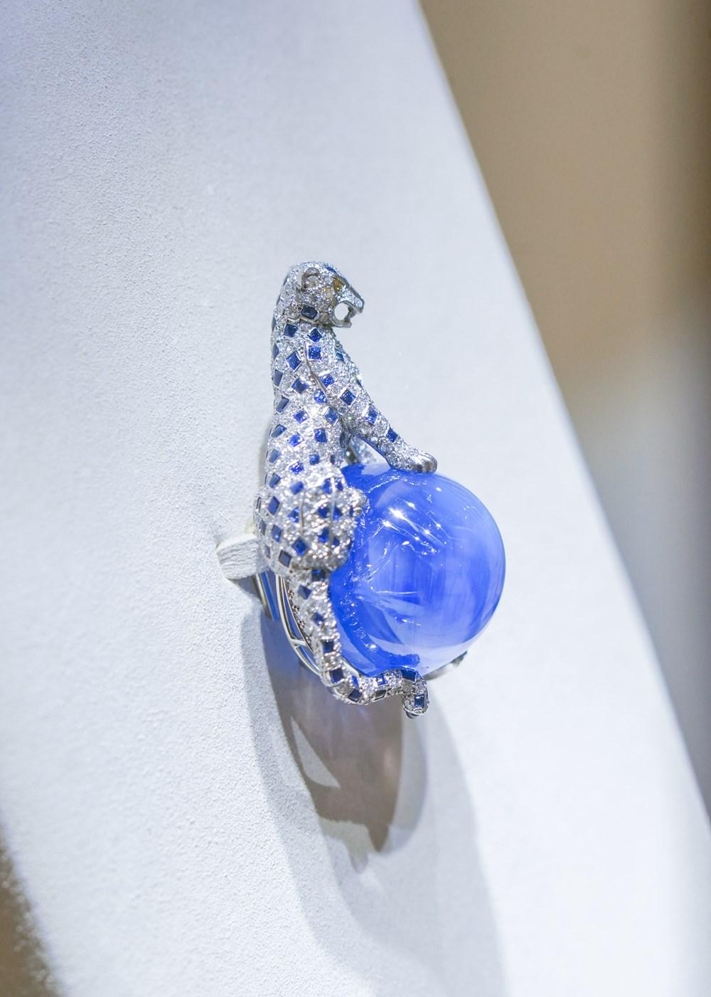 Cartier تعيد افتتاح متجرها في دبي مول وتعرض قطعاً تاريخية