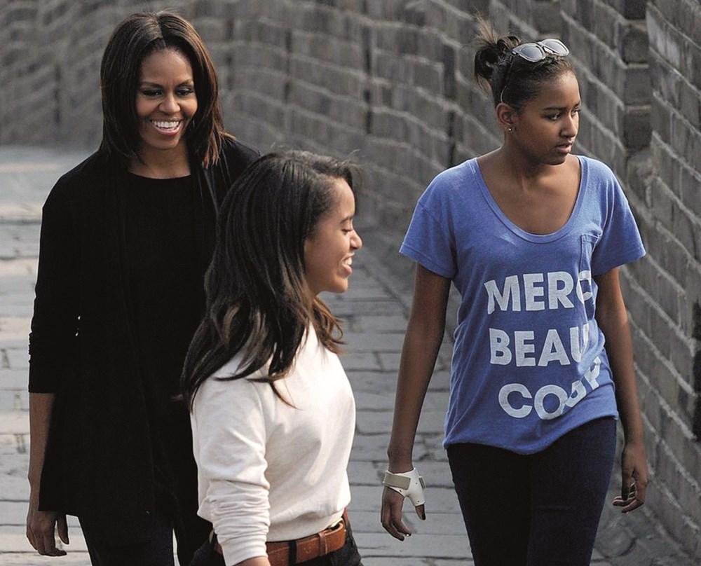 ميشيل أوباما.. أم داعمة لبنتيها