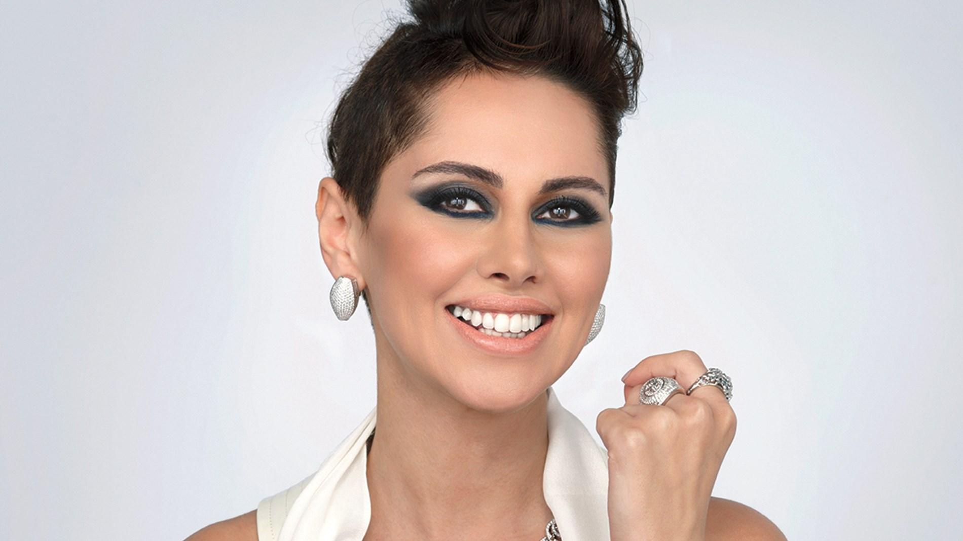 ياسمين رئيس تشوق الجمهور لمفاجأة مع حسن شاكوش
