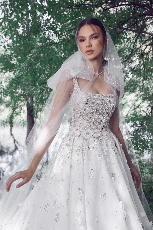 عروس طوني ورد تطفو بين الأحلام