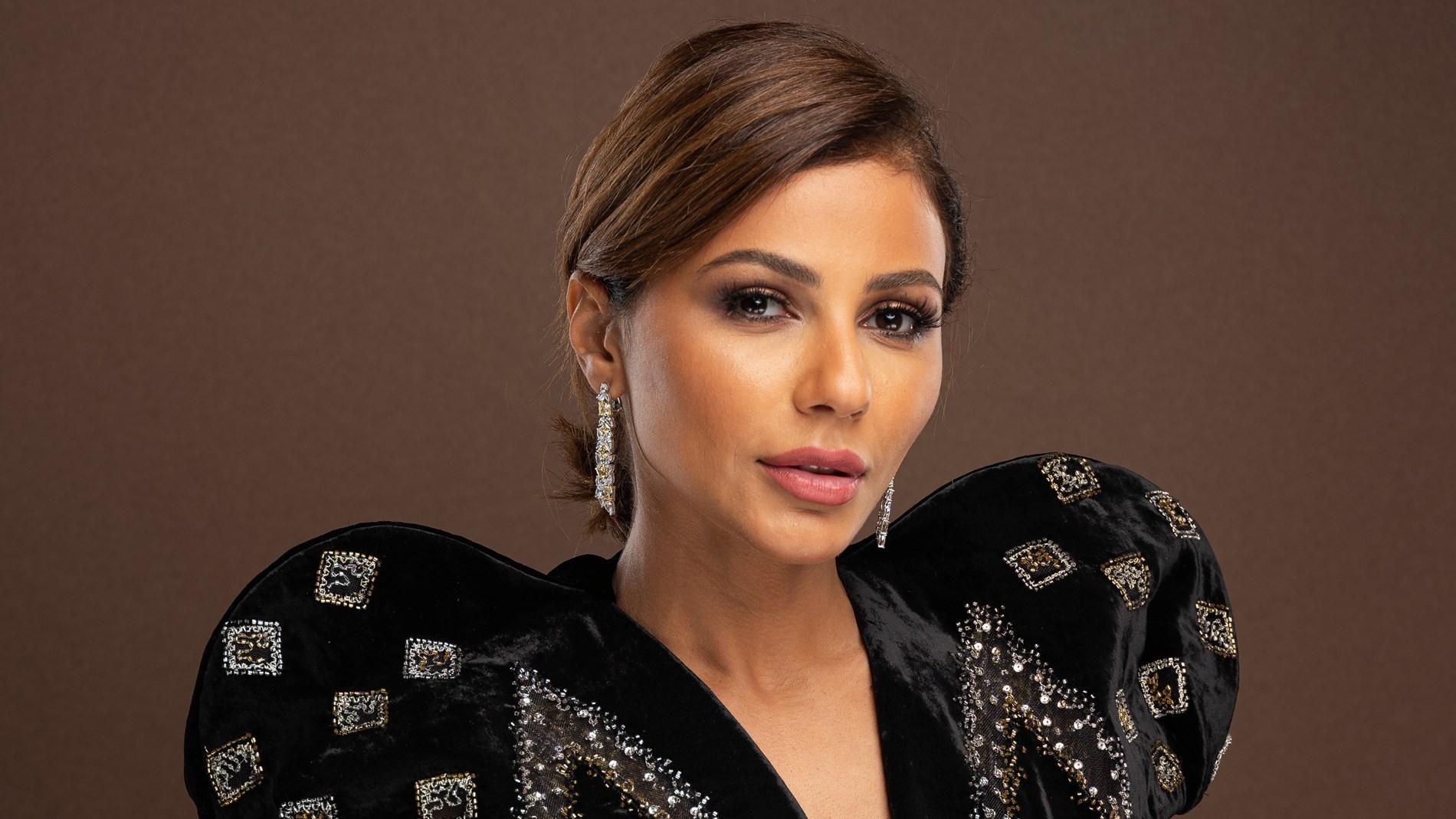 مهيرة عبد العزيز ترقص وتشوِّق جمهورها لجلسة تصوير في بيروت