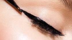 3 حيل بسيطة للحصول على عيون مجنحة مثالية كالنجمات