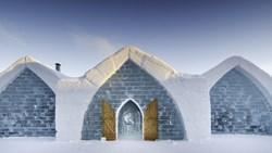 """فندق """"دي جلاس"""" تحفة فنية من الثلج.. هل تغامر بقضاء ليلة تحت الصفر؟"""