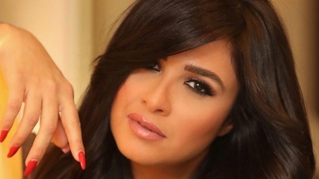 ياسمين عبدالعزيز تحتفل بتخرج ابنتها.. وأحمد العوضي يُعلق