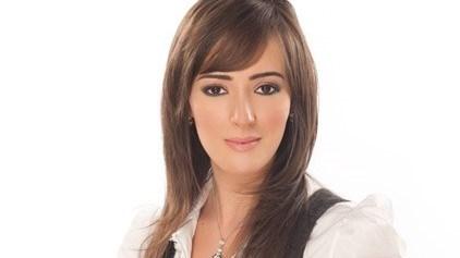 سناء يوسف في حالة حزن بعد نقل والدتها إلى المستشفى في تونس بسبب «كورونا»
