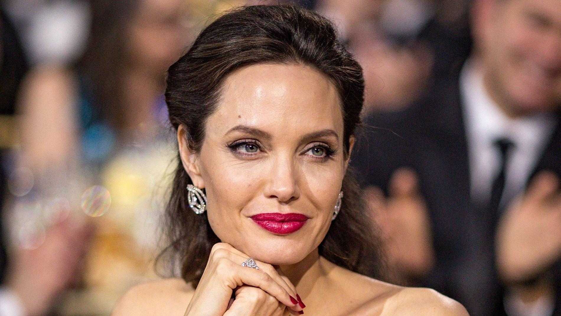 أنجلينا جولي تثير شائعات ارتباطها بـ»ذا ويكند» مرة أخرى