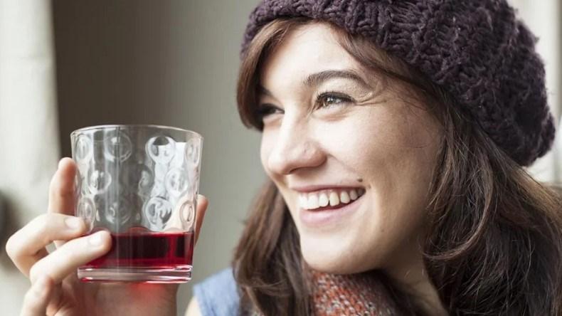 فوائد مذهلة لعصير التوت لصحة فمكِ