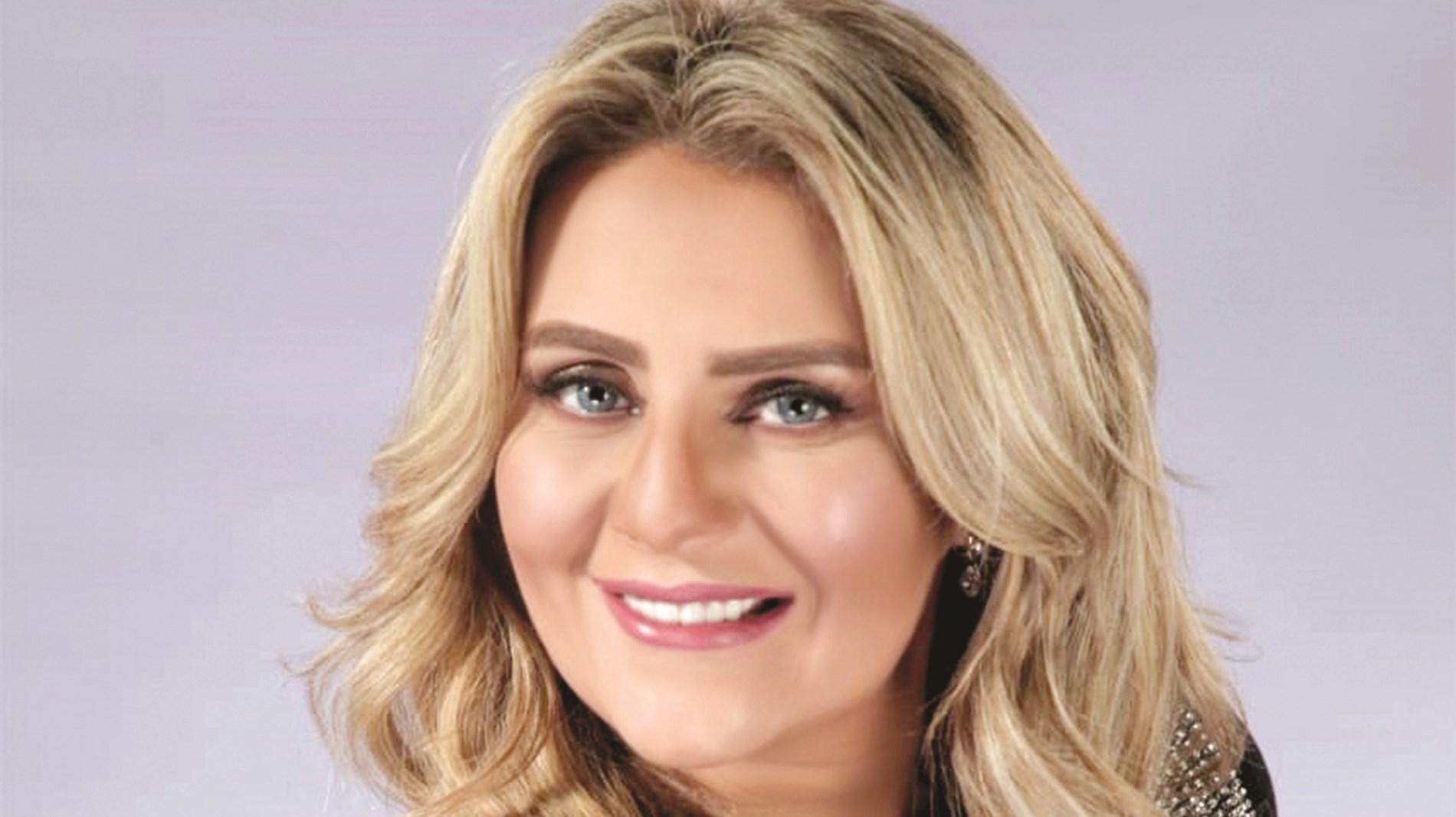 رانيا محمود ياسين تستعيد ذكريات زواجها من محمد رياض بصورة من شهر العسل