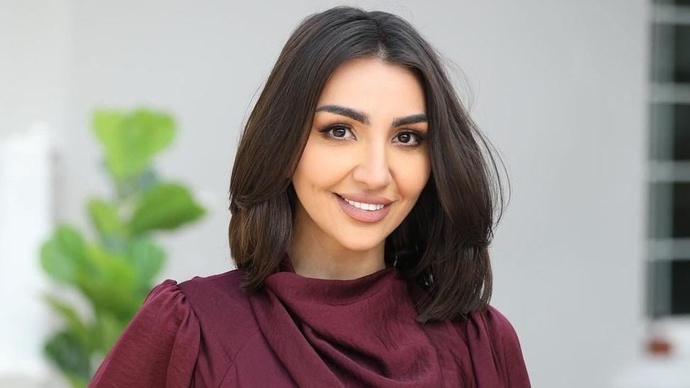 كيف ردت هبة الحسين على متابعة تنمرت لقصر قامتها؟