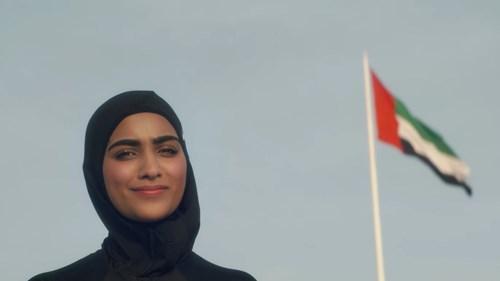 تحية لبنت الإمارات.. صانعة المستقبل