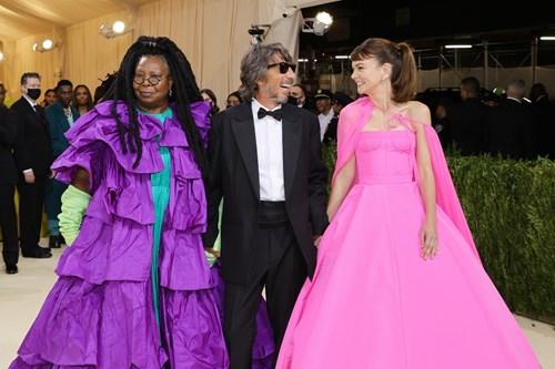 إطلالات حفل الموضة العالمي «ميت غالا» تحتفي بالموضة الأميركية