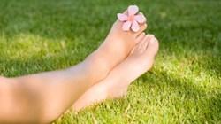 6 نصائح للحصول على أقدام صحية ونظيفة خلال فترة تغيير المواسم