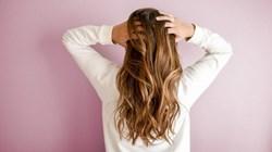 إليكِ كيفية حماية شعركِ أثناء النوم