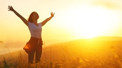 4 طرق فعَّالة لتعزيز هرمون السعادة بالجسم.. تعرّفي إليها؟