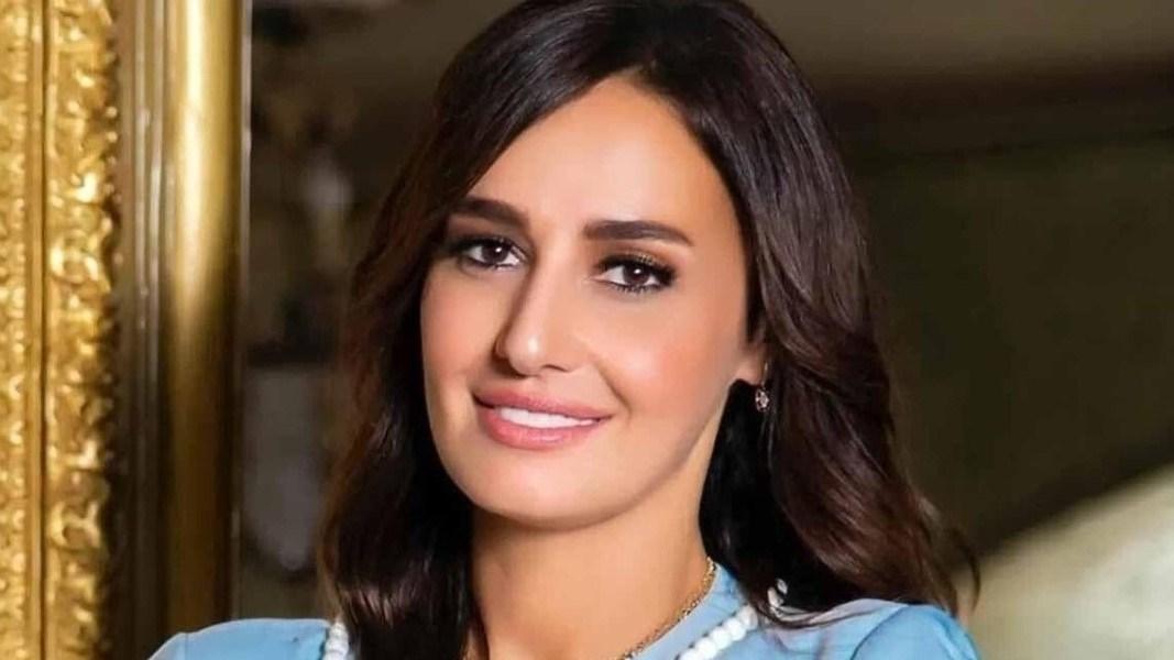 مرتدية الحجاب.. هل قصدت حلا شيحة الرد على تصريحات والدها؟