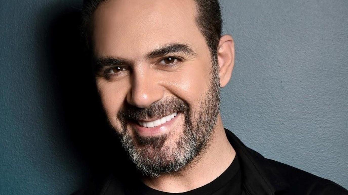 """وائل جسار يتغزل بزوجته بصورة رومانسية.. ويعلق: """"كل الدنيا"""""""