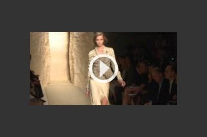 أزياء ترابية من تصميم دونا كارن