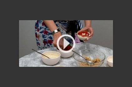 تعلمي تحضير حلوى الريكوتا بالفراولة والعسل للتخلص من التوتر