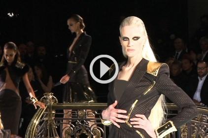 شاهدي عرض Versace من باريس لأزياء ربيع وصيف 2013